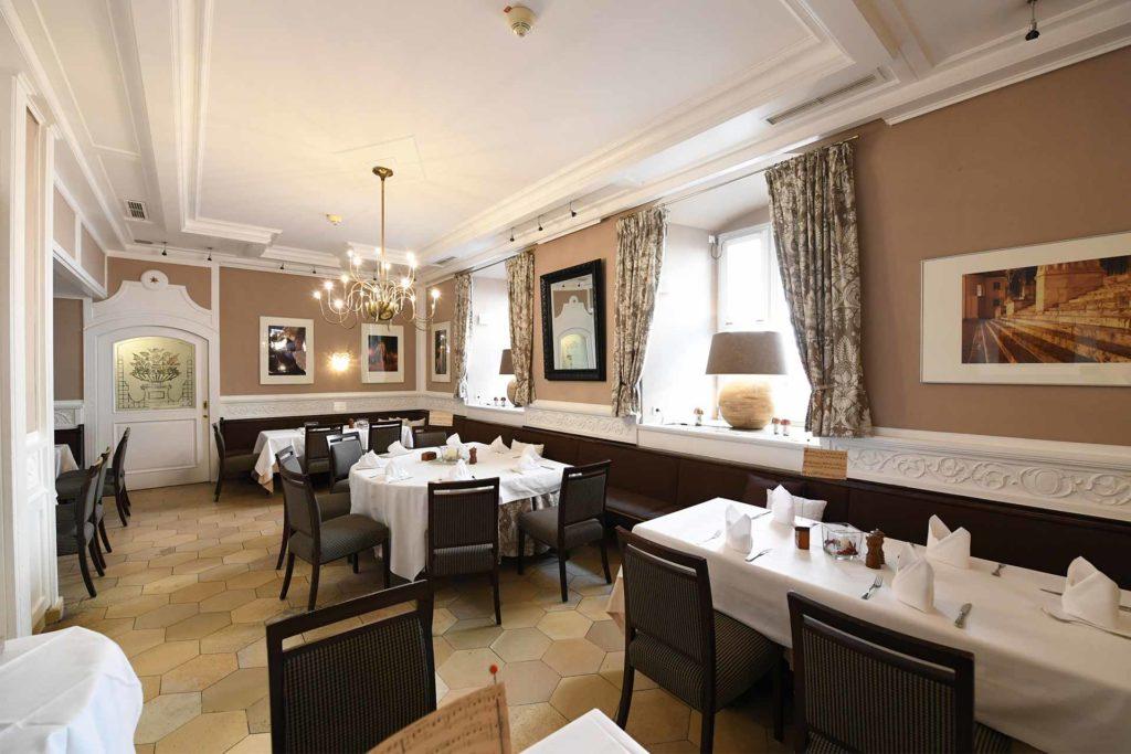 Bischofshof-am-Dom-Restaurant-Wartenberg-Zimmer_02